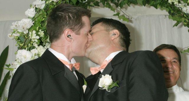 Свадьба геи поцелуй