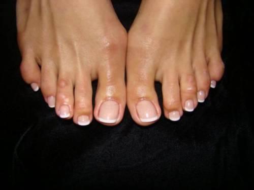 Наращивание ногтей на ногах гелем и акрилом в домашних условиях