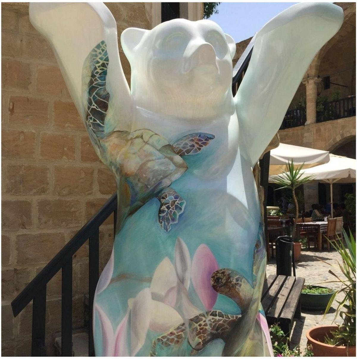 Караван-Сарай Бюйюк-Хан, Никосия, Кипр, статуэтка берлинский медведь с кипрскими черепахами