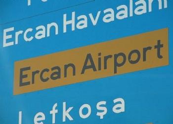 Дорожный знак на аэропорт Эркан