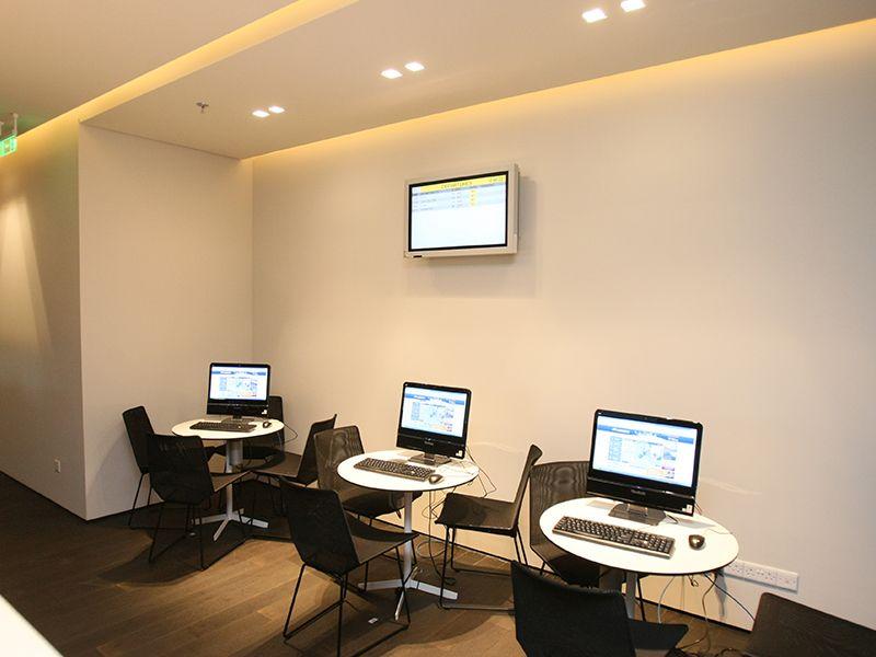 Компьютеры Aegean бизнес-класса в аэропорту Ларнака