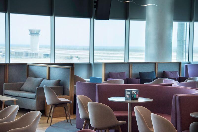 Вид в Lounge Aspire бизнес-класса в аэропорту Ларнака