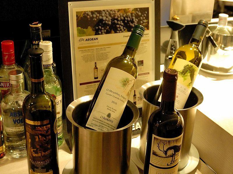Вино Aegean бизнес-класса в аэропорту Ларнака