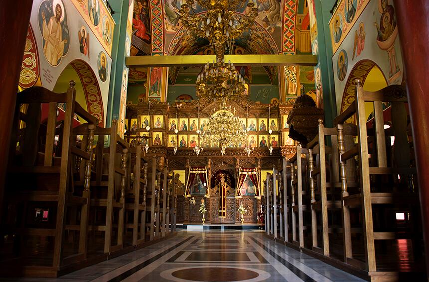 Внутри Часовни Святого Мнасона в Тримиклини