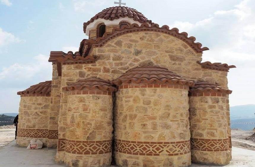 эадний двор церкви Panayia Zalaka Деревня Тримиклини
