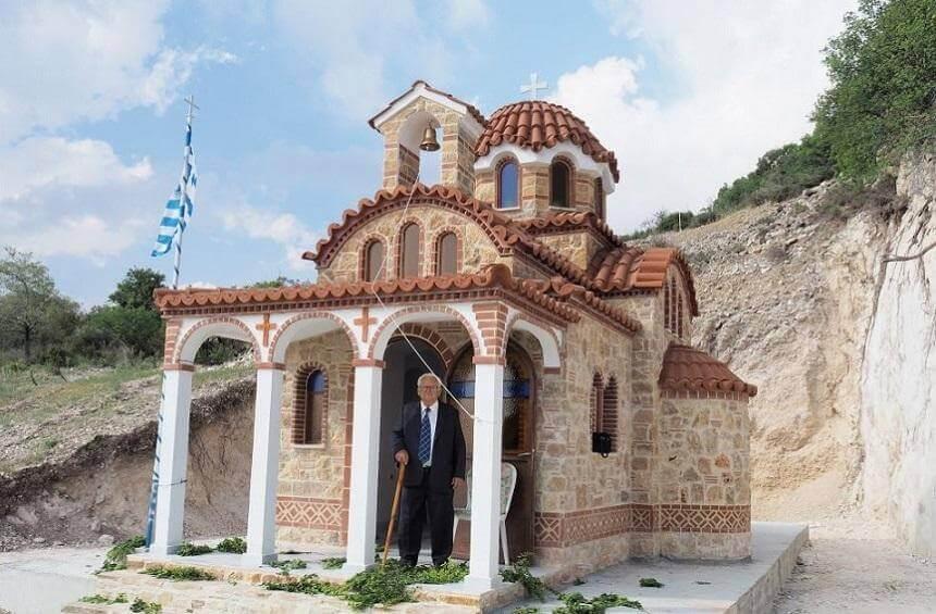 Вход в церковь Panayia Zalaka Деревня Тримиклини